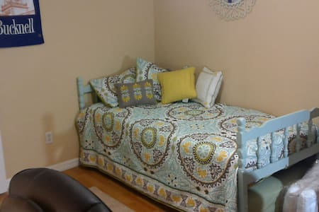 Prvt Room 15mil from Tampa and Ybor City. - Townhouse