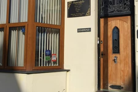 Somerdale B&B in Pwllheli - Pousada