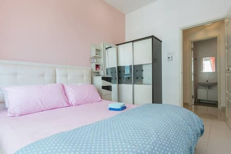 Quiet Cozy Room with WIFI - 3mins to the Airport - Lejlighedskompleks