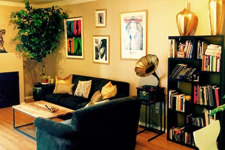 Heart of Hollywood - Private Bed, Bath & Parking - Los Angeles - Appartement