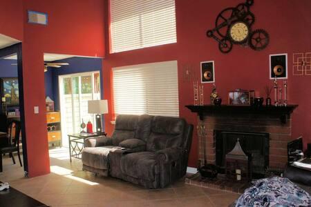 Comfy, Clean and Convenient - Hus