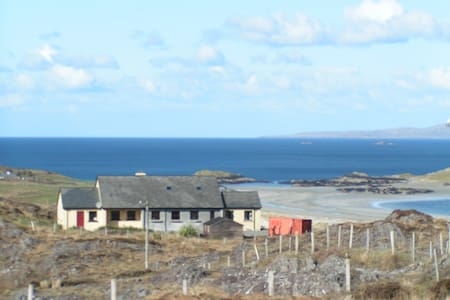 Ard Na Mara Beach Cottage - Tully - Bed & Breakfast