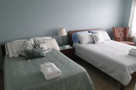 3*Boston Family friendly room-two beds - Apartment