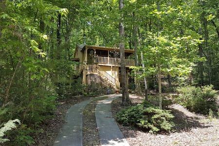 Jeffrey's Hideaway Treehouse! - Sautee Nacoochee - Kisház