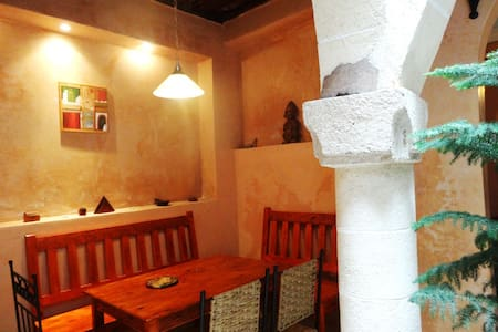 Lovely quiet riad historic centre in Essaouira - Essaouira - House