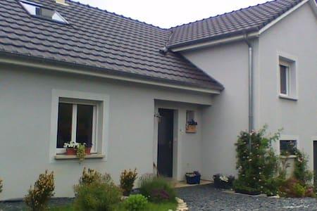 """Maison de campagne """"La Maison Bleue - Ville-Houdlémont"""