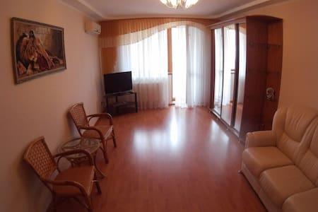 Роскошные апартаменты около в центре города - Samara - Hus