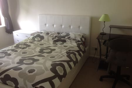Furnished room in modern detached house - Saint Ives - Casa