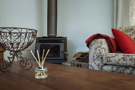 Lark Cottage - Relaxing Retreat - Burrawang