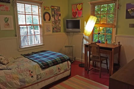 Charming Bedroom in Sag Harbor/Women Only - Sag Harbor - Ház