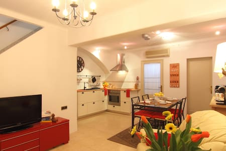 Townhouse in the heart of Alcudia - Alcúdia - House