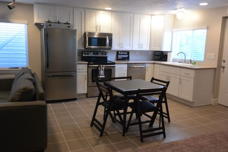 Fun basement apartment next to Jordan River Trail - Lehi - Apartment
