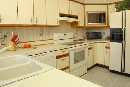 Nice home near West Hartford Center, BR for 2. - New Britain - Ev
