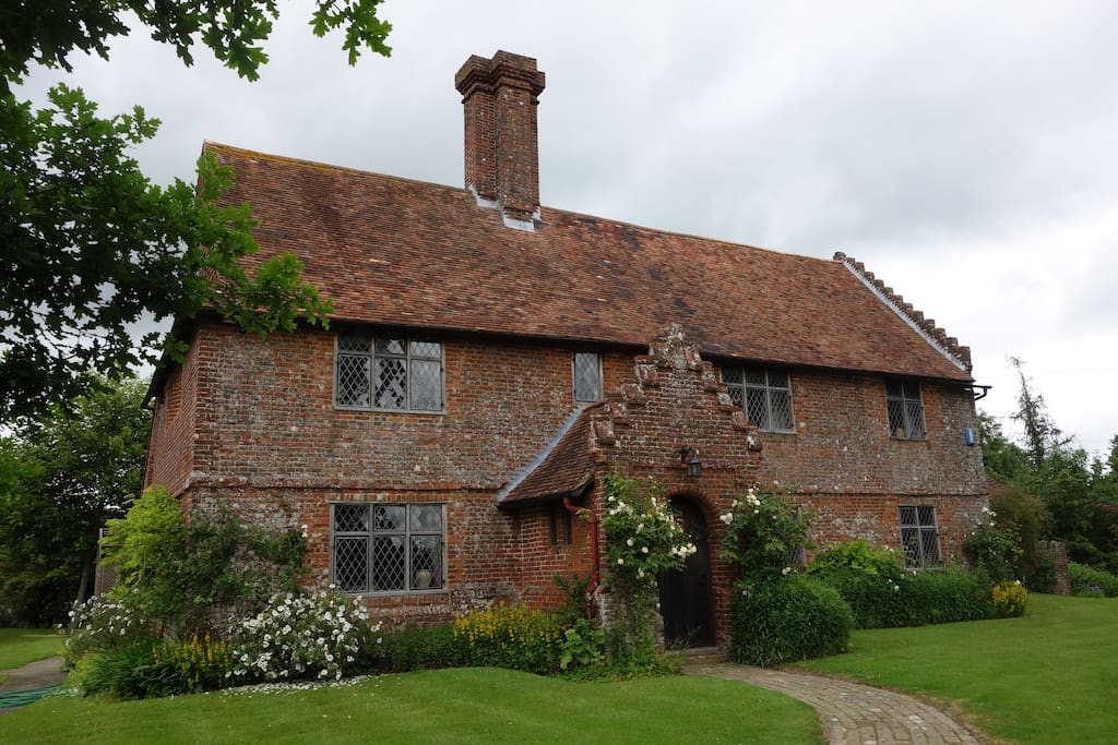 c1540 Tudor Grade 2 Listed House with Architectural Interest