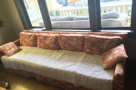 Comfy Couch in Prime Location - Portland - Haus