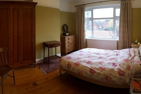 Relaxing & spacious home in Manchester - Stretford