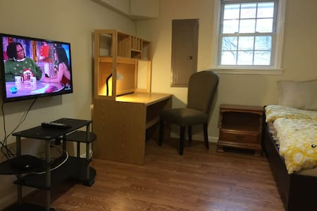 Basement room #B2 in Fall Church - Falls Church - Hus