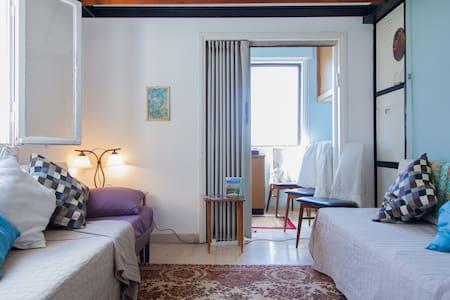 Bohemian Corner Bedroom and Sitting Room - Plus! - Haifa - Apartment