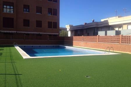 Precioso ático con terraza,piscina y vistas al mar - Melilla