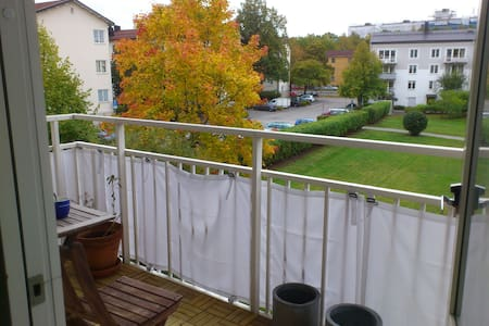 Modern naturnära lägenhet nära City och flygplats - Stockholm