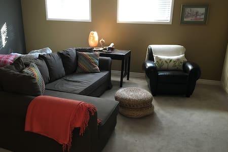 Private basement in North End home - Ev
