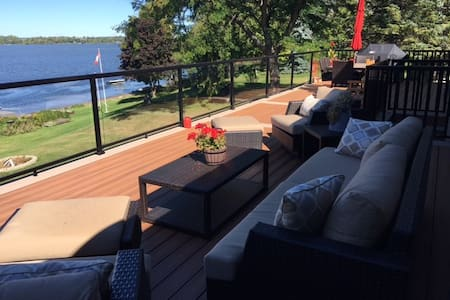 Executive Waterfront Home - Port Perry - Haus