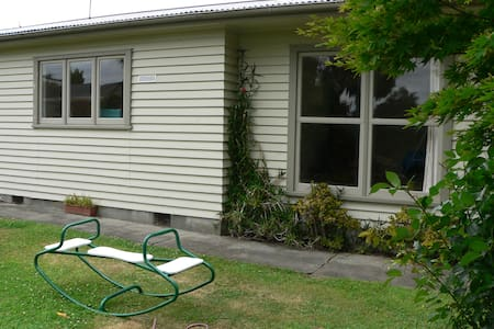 Self Contained Flat with lounge - Feilding - Apartment