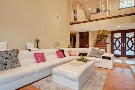 两个大卧室内有一浴室独立享用 - La Habra Heights - Villa