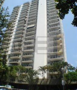 Quarto 1 em apartamento bem localiz - Rio de Janeiro - Apartment