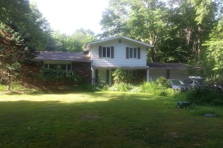 Private Pool Home On 1.5 Acre Wooded Lot - Hus