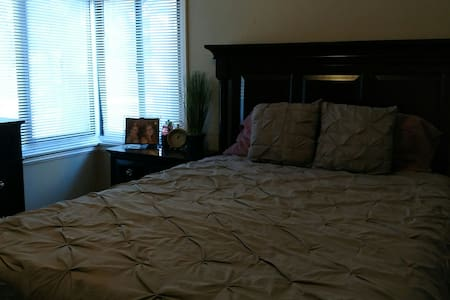 Cozy Bedroom Minutes from Downtown. - West Sacramento