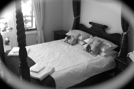 PRIVATE Beautiful Bedroom En-suite Walk Everywhere - Ulladulla - House