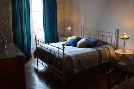 Chez Charlou: l'Appartement de Charme, à Vézelay - Vézelay