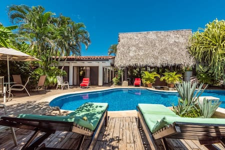 Hacienda JJ  Tamarindo - Tamarindo - Bed & Breakfast