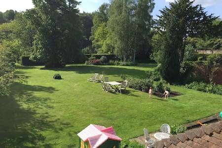 Family country home 1hr from London - Huis
