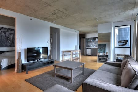 Bright and modern Condo Downtown (Griffintown) - Montréal - Appartement