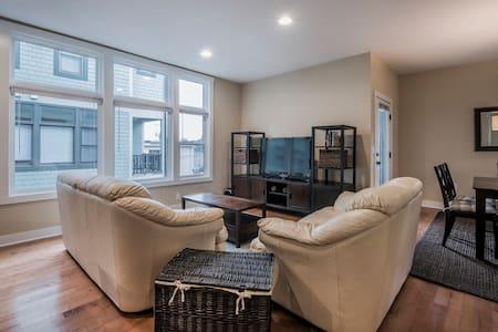 Private Bath & Bed in Central Grandview Location! - Apartment