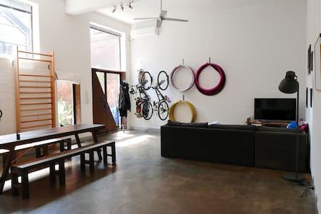 Super Trendy Fitzroy Warehouse - Haus