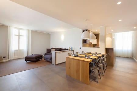 LISZT HOME 3BR-lake view in center by KlabHouse - Bellagio