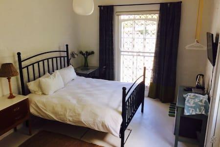 Quaint flat near Olympia Cafe - Apartment