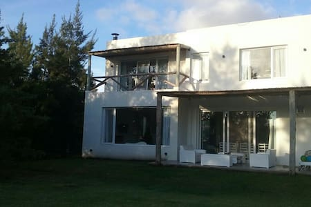 Lake House in excelent location - Hus