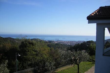 Suite vista mare immersa nel verde - Savona - Villa