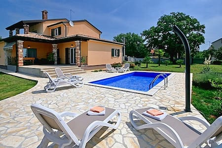 Comfortable Villa Pianta with Pool - Vila