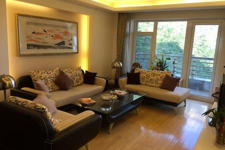 Xinghai Guobao B-13-1Luxury Apt. 2b2.5b ocean view - Apartment