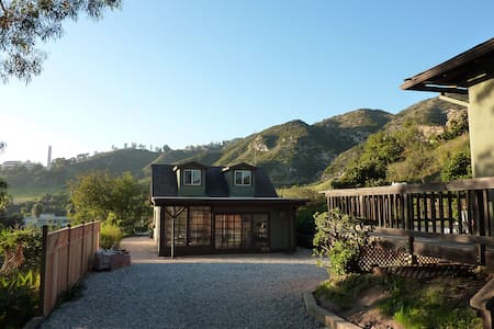 Private, peaceful guest cottage w/ loft in Malibu - Haus