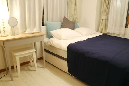 The apartment is located Nakano station and Shin-Nakano station. Nakano station 6minute by walk. Shin-Nakano station 5minute by walk. You can easy access to the main station Tokyo area and other tourist spots,shopping,and convinient to night life.