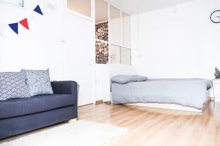 cozy and bright  1BR @Sanlitun - Beijing - Apartment