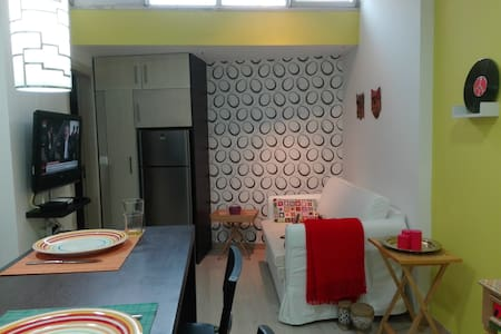 Cosy apartment ideal for two in a typical Villa - Daire
