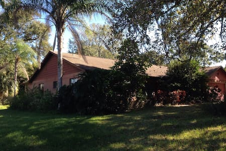 Room3 in big house by golf course - Valrico - House