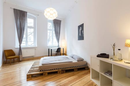 Spacious, designed room; Welcome! - Berlin - Apartment